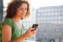 Число женщин-пользователей мобильным Интернетом возрастает